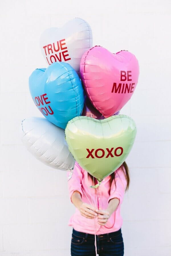 DIY-Conversation-Heart-Balloons2-600x900 (1)